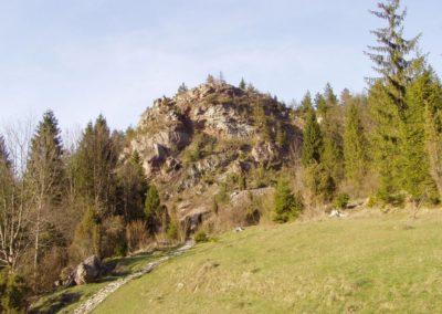 Czajakowa Skała (Czajak Crag) in the Homole Gorge, Pieniny Mountains.