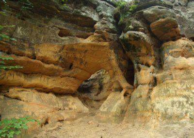 Entrance to the Jama Agi (Agnes Hole) in the Skałki Piekło pod Niekłaniem crag group, Jurassic sandstones