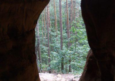 Jama Agi (Agnes Hole) in the Skałki Piekło pod Niekłaniem crag group, Jurassic sandstones