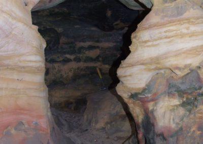 Tomkowa Dziura (Thomas Hole) in the Skałki Piekło pod Niekłaniem crag group, Jurassic sandstones