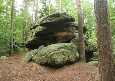 Entrance to the Schronisko Sympozjalne (Symposium Shelter) in the Skałki Piekło pod Niekłaniem crag group, Jurassic sandstones