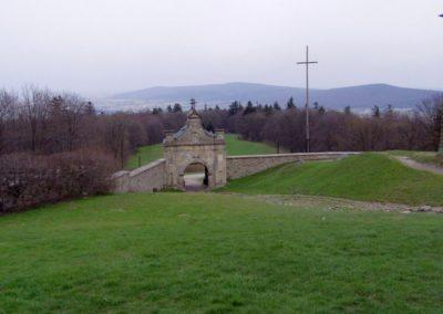 View from Mt Łysiec (Bald Hill, 595 m a.s.l., in the highest Łysogory Range, Świętokrzyski National Park) toward east, at the Jeleniowskie Range; built of Cambrian quartzitic sandstones.