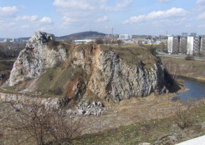 """Skałka Geologów (Rock of Geologists; inanimate nature reserve """"Kadzielnia"""") within the Kadzielnia abandoned quarry, in the Kielce town: palaeokarst forms in Devonian massive limestone"""
