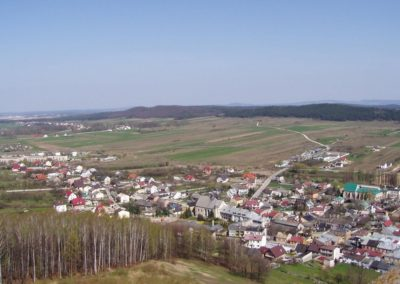 View from the Chęciny Castle Hill toward north-west at the Chęciny Depressions with Chęciny town and Zelejowa Hill built of the Devonian limestones (SW part of the Świętokrzyskie Mountains)